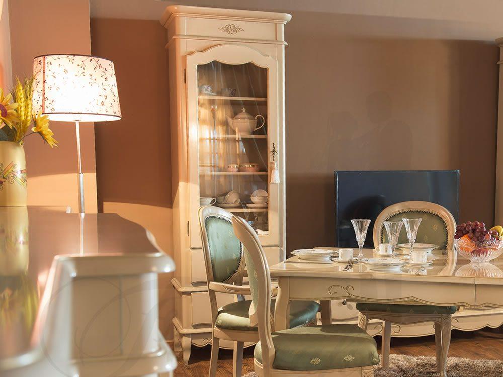 Romantic vitrina sufragerie